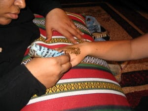 heena painting in dubai desert safari by gotripair